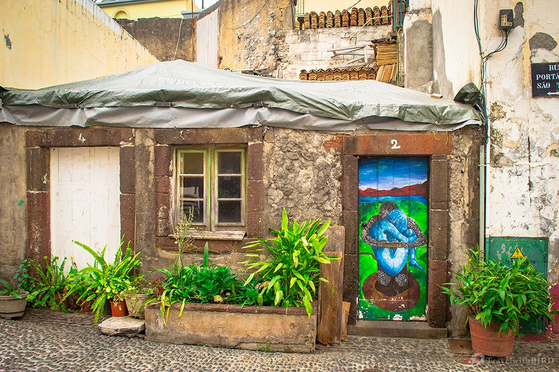 Tiny old house in the Old town of Funchal