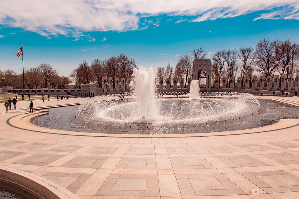 The fountain of the WW II Memorial