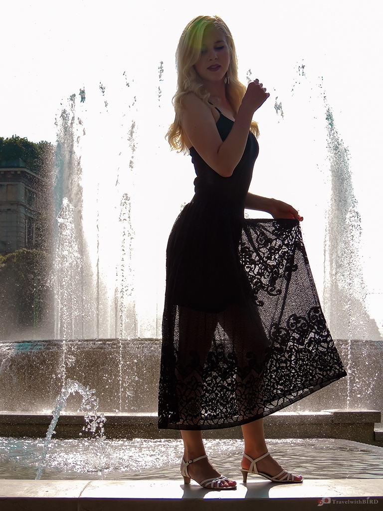 Beautiful Silhouette in front of the fountain