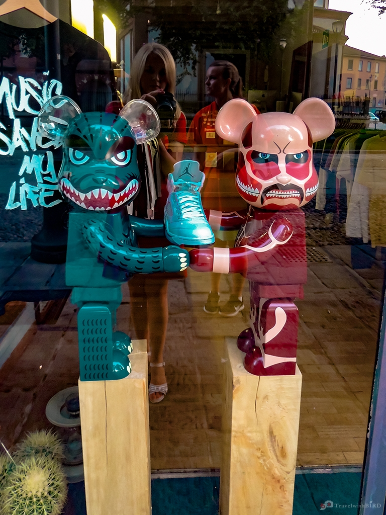 Evil mice in a shopping store in Milano
