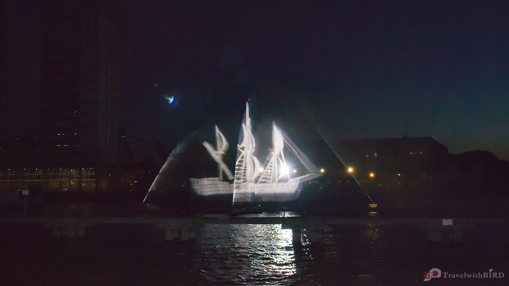 "Wasserprojektion Geisterschiff in Berlin beim ""Festival of Lights"""