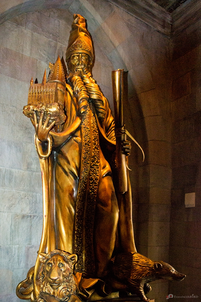 Golden Statue of Wizard in Hogwarts