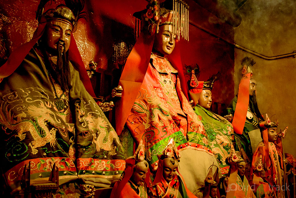Royal statues in the Man Mo Temple