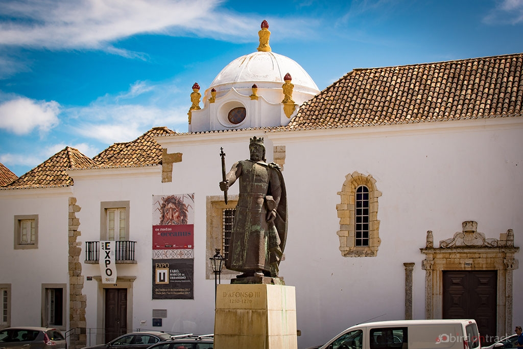 Statue of DAfonso III in Faro
