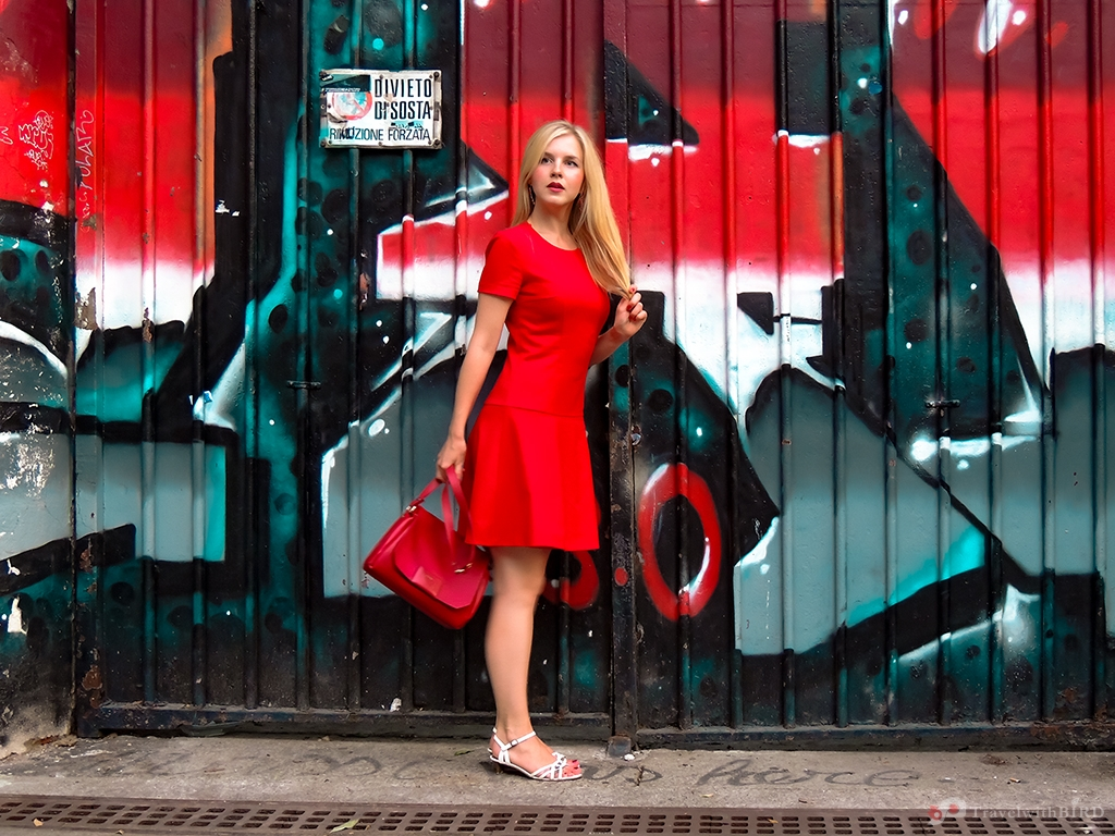 The Bird in a red Dress in Milano